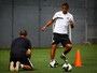 Perto de retorno após lesão, David Braz faz primeiro treino com bola