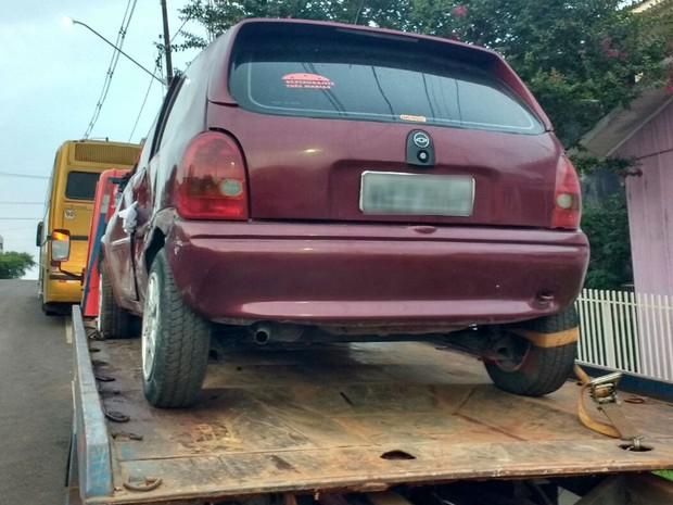 Carro usado pelos suspeitos foi apreendido pela polícia (Foto: Divulgação/PRF)