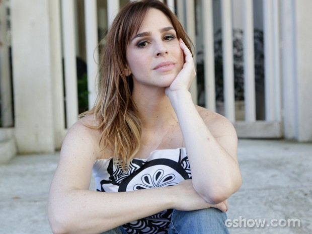 Larissa acha que Raissa encontrou o amor verdadeiro com João Luiz (Foto: Fábio Rocha / TV Globo)