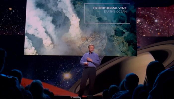TED Talks que vão te ajudar a aprender mais sobre astronomia: James Green, da NASA, fala sobre os satélites e o planeta como possibilidade de vida (Foto: Reprodução/TED)