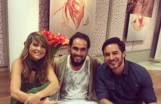 Cláudia Abreu, na foto com Murilo Moura e Ricardo Tozzi, aparecerá com os cabelos longos no último capítulo da novela das 21h (Foto: Reprodução)