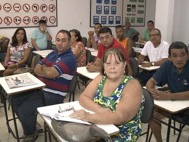 Alunos lotam sala de curso de reciclagem, no Espírito Santo (Foto: Reprodução/TV Gazeta)