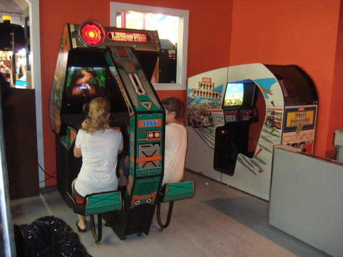 Millennials dão as boas-vindas de volta aos Fliperamas Pole-position-arcade-maquina