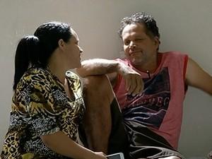 Irmã reencontra Renato após 20 anos (Foto: Reprodução/TV Anhanguera)