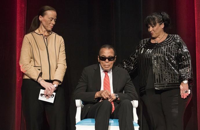 Muhammad Ali ficou o tempo inteiro sentado em uma cadeira (Foto: Divulgação/Universidade de Louisville)