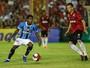 Bolaños retorna ao Grêmio e pode ser usado por Renato neste sábado