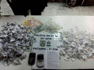 Maconha, crack e cocaina foram apreendidos (Foto: PM 30º BPM/Divulgação)
