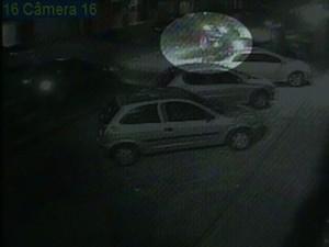 Imagens são de circuito de segurança de imóvel próximo ao local do acidente (Foto: Reprodução/TV Cabo Branco)
