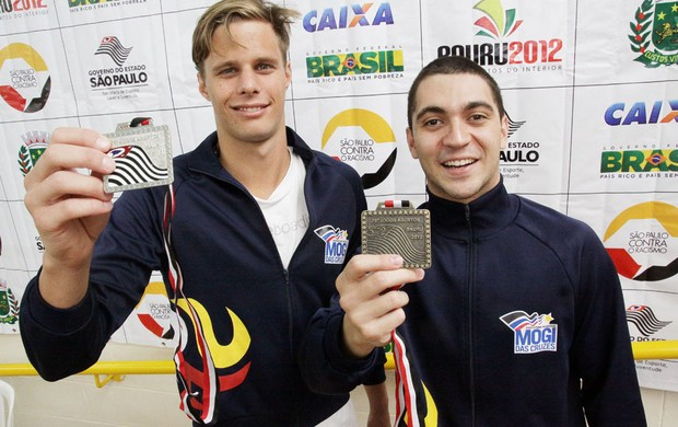 Cristian Carlos Hamsen e Daniel Corrêa de Benedetei ganharam prata e bronze para Mogi nos 200m costas (Foto: Cleomar Macedo / Smel)