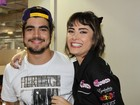 Caio Castro e Maria Casadevall causam tumulto em feira de beleza