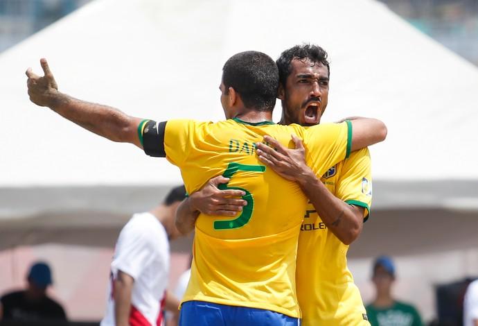 Anderson e Daniel Brasil x Peru futebol de areia (Foto: Marcello Zambrana/BSWW)