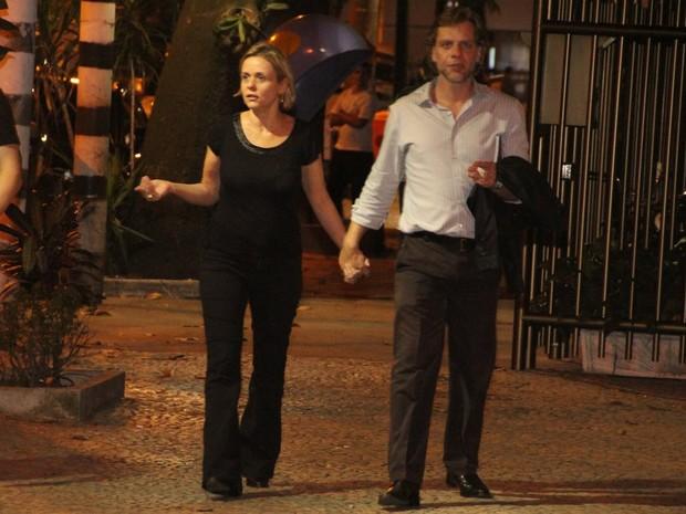 Giulia Gam com o namorado no Rio (Foto: Rodrigo dos Anjos/ Ag. News)