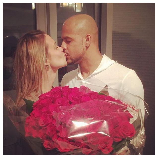 """BLOG: No Valentine's Day, Felipe Melo ganha buquê de rosas: """"Te amo, meu preto"""""""