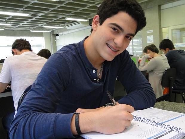 Luca Lamana foi o primeiro dos três irmãos a se mudar para Ribeirão para se preparar para a Fuvest (Foto: Adriano Oliveira/G1)