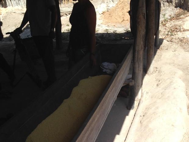 Casa de farinha em residência de Belágua, MA (Foto: Clarissa Carramilo / G1)
