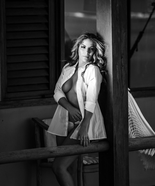 Anamara, ex-BBB em  ensaio sensual