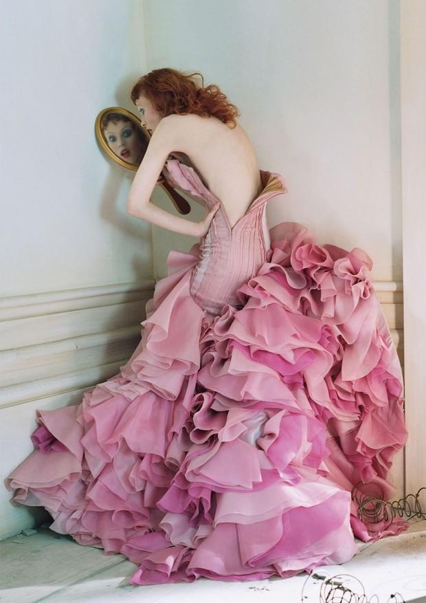 Karen Elson by Tim Walker (Foto: Vogue UK/Reprodução)