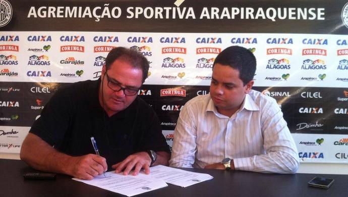 Vica assina contrato com o ASA (Foto: Divulgação ASA)