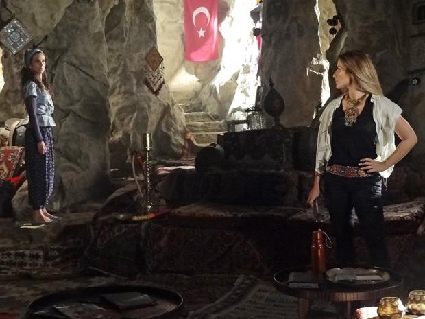 Ayla desafia Bianca e avisa que Zyah é o homem da sua vida (Foto: Salve Jorge/TV Globo)
