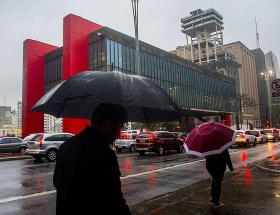 Frio na manhã de segunda, dia 21, na Avenida Paulista (Foto: Cris Faga/Fox Press Photo / Agência O Globo)
