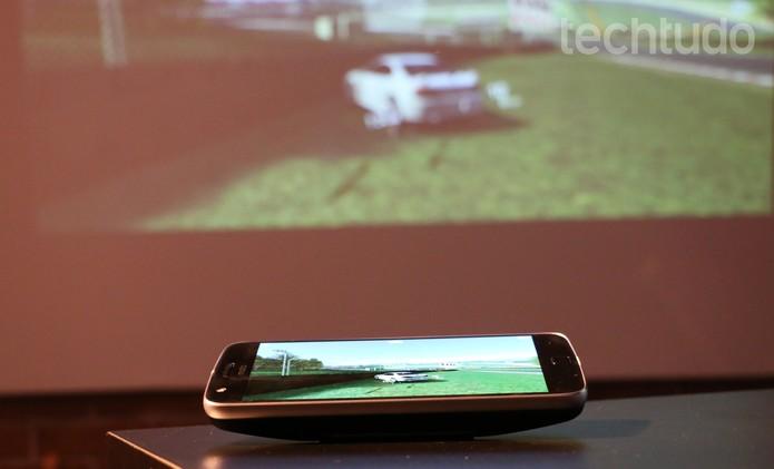 Módulo de bateria adiciona 2.200 mAh ao Moto Z (Foto: Luciana Maline/TechTudo)
