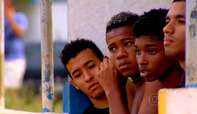 Meninos sonham ser jogadores de futebol (Foto: Reprodução TV Globo)