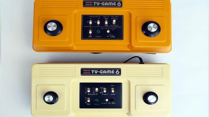 As versões branca e laranja do Color TV-Game 6 lado a lado (Foto: Reprodução/Before Mario)