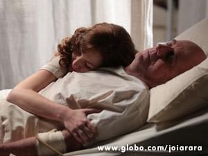 Vilã culpa o pai de Franz pelo estado de saúde do pai (Foto: Joia Rara/ TV Globo)
