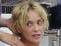 Sharon Stone aparece sem maquiagem em dia de beleza
