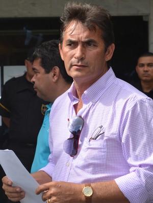 Nadir Valengo, interventor da Federação Paraibana de Futebol e Nosman Barreiro, vice-presidente da chapa Compromisso com o futebol (Foto: Cadu Vieira / GloboEsporte.com)