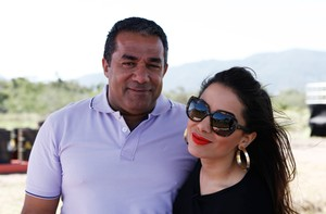 Pai 'entrega' Anitta durante gravação do 'Ruim de Roda' (Fábio Rocha / TV Globo)