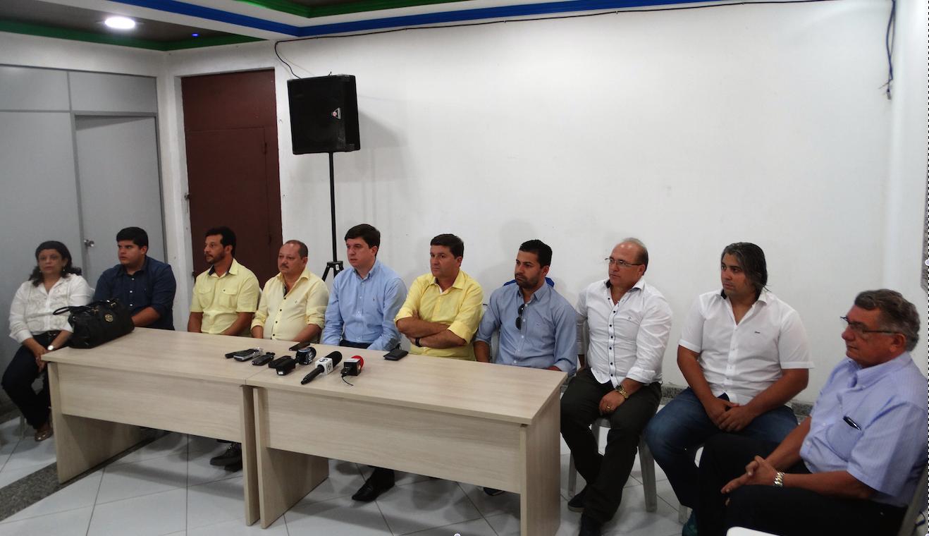 Coletiva do Comagsul sobre corte de verbas no São João de 15 municípios de Pernambuco (Foto: Alessandra Costa/ G1)