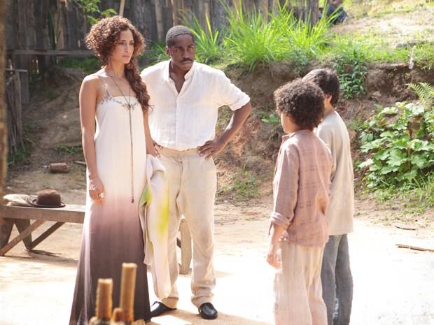 Elias diz para Isabel que ela vai para o inferno (Foto: Lado a Lado/TV Globo)