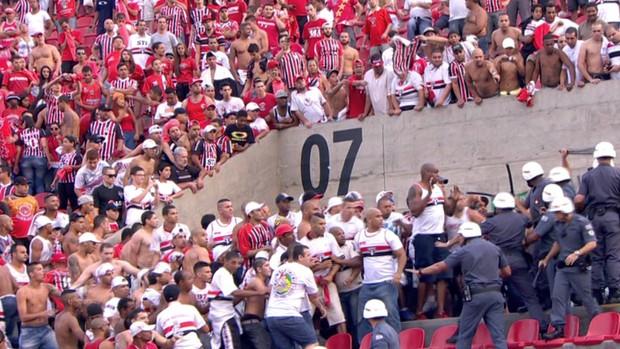 Briga São Paulo x Corinthians (Foto: Reprodução SporTV)