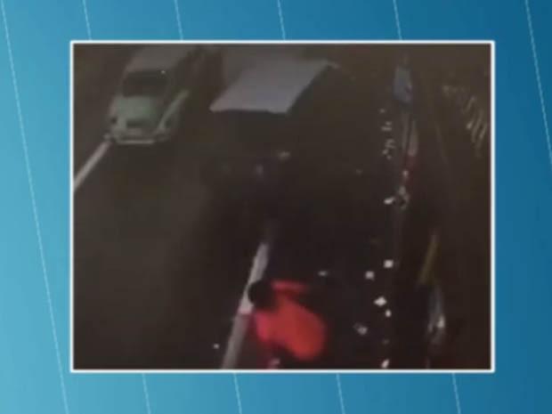 Carro atropelou pedestres na Marechal Tito (Foto: Reprodução/TV Globo)
