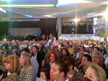 Centenas de correligionários comparecem na convenção do PSDB (Foto: Thais Kaniak/ G1)