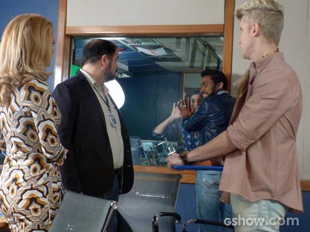 Brian consegue entrar na Parker TV (Foto: Geração Brasil/ TV Globo)