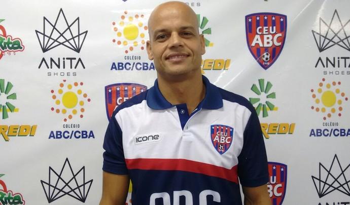Técnico Robert, União/ABC (Foto: Hélder Rafael)