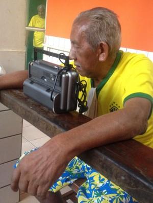 No AP, idosos assistem Brasil e Camarões e relembram as melhores Copas (Foto: Jonhwene Silva/GE-AP)