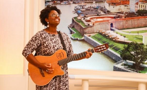 Ellen Oléria canta no JL1 ª edição (Foto: Adriano Moraes/G1 Pará)