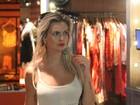 Veridiana Freitas vai a shopping e quase cruza com o ex, Emerson Sheik