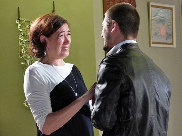 Lucas deixa a rebeldia de lado e emociona a mãe com declaração (Foto: Império / TV Globo)