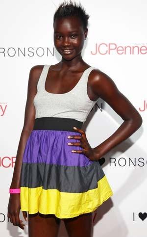 A modelo sudanesa Ataui Deng em foto de arquivo de agosto de 2009 (Foto: Astrid Stawiarz/Getty Images/AFP)