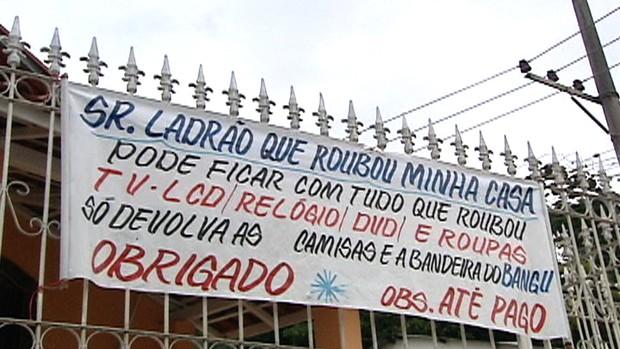 Torcedor Bangu faixa 2 (Foto: Reprodução/TV Globo)