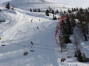 Uma das pistas de Madonna di Campiglio, no Norte da Itália, com a proteção para os esquiadores não invadirem a parte da floresta (Foto: Paulo Guilherme/G1)