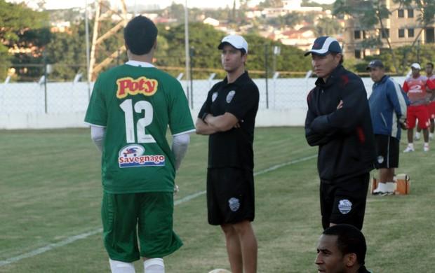Eduardo Janes e Gil Baiano, técnicos do Comercial (Foto: João Fagiolo)