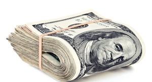 Dólar segue em alta, mas se distancia da máxima de R$ 3,1520