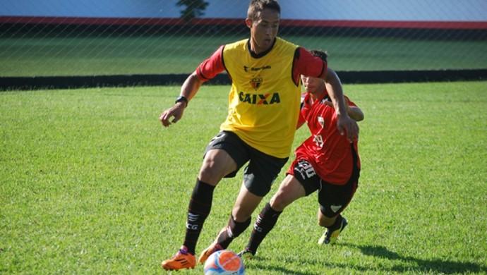 Leo, volante do Atlético-GO (Foto: Guilherme Salgado/Atlético-GO)