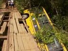 Ônibus com crianças cai de ponte e deixa morto e feridos no Sul de MG