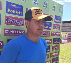 Adão Costa, técnico do América, Amador de Uberlândia (Foto: Hismênia Keller)
